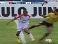 Жестокая месть. Бразильский футболист калечит соперника