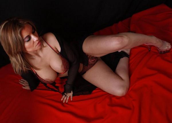 Чилийская порноактриса пообещала сексмарафон