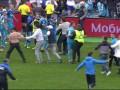 Футболист Динамо получил удар в голову от фаната Зенита