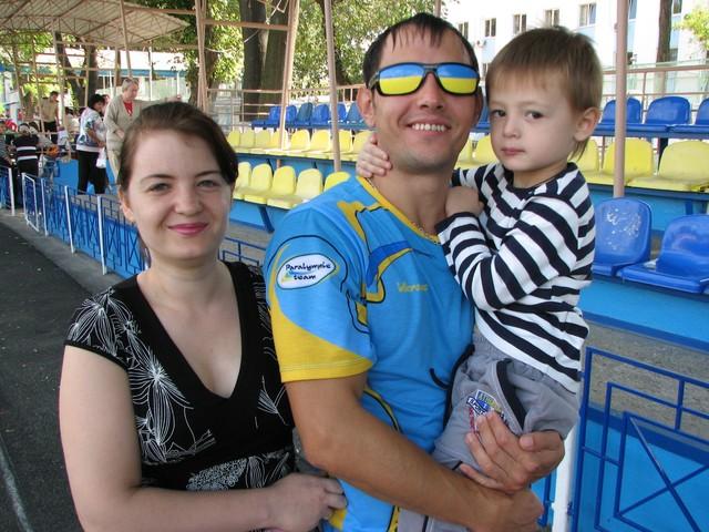 Руслан со своей семьей