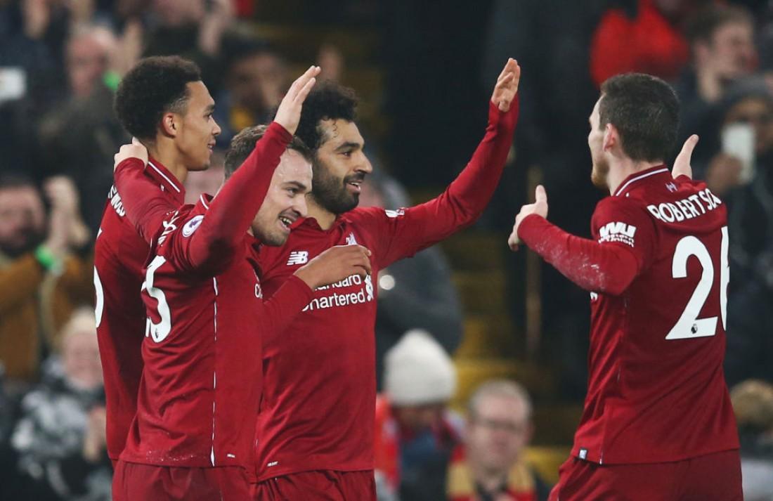 Игроки Ливерпуля празднуют забитый гол
