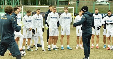 На стиле: Футболисты сборной Украины примеряли костюмы к Евро-2020