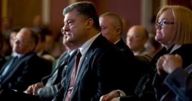 Порошенко побывал на премьерном показе фильма о Лобановском