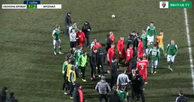 Игроки Оболони и Арсенала устроили драку прямо во время матча
