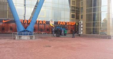 Магазин Шахтера в Харькове облили желто-синей краской