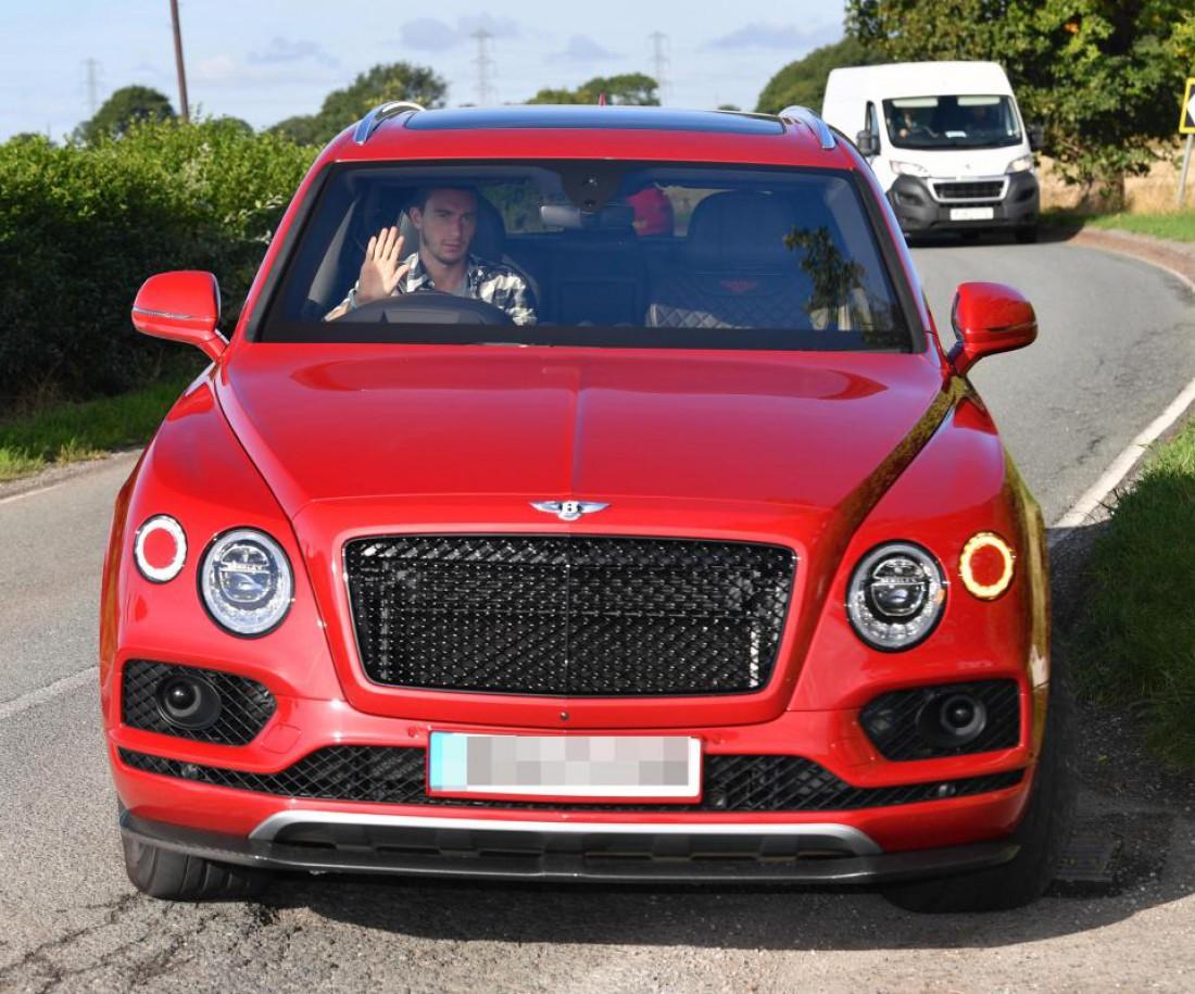Маттео Дармиан купил новенький Bentley