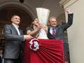 Во Львов привезли Кубок УЕФА