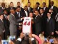 Чемпионы NBA подарили Обаме особенную майку (ВИДЕО, ФОТО)