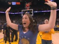Баскетболист помог фанатке выиграть крупную сумму денег