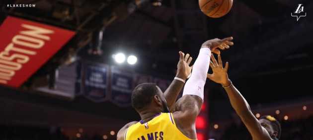 НБА: Лейкерс крупно проиграл Хьюстону, Сан-Антонио разгромил Клипперс