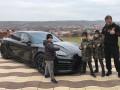 Дети Кадырова подарили бойцу UFC элитный автомобиль