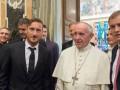 Игроки Ромы подарили Папе Римскому именную футболку