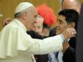 Папа римский Франциск поминает Марадону в молитве