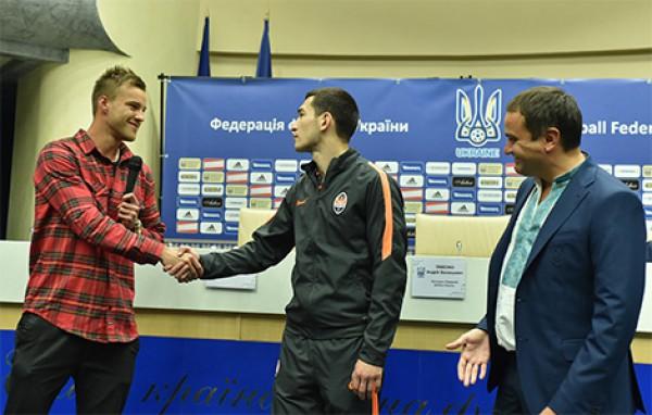 Ярмоленко и Степаненко пожали друг другу руки