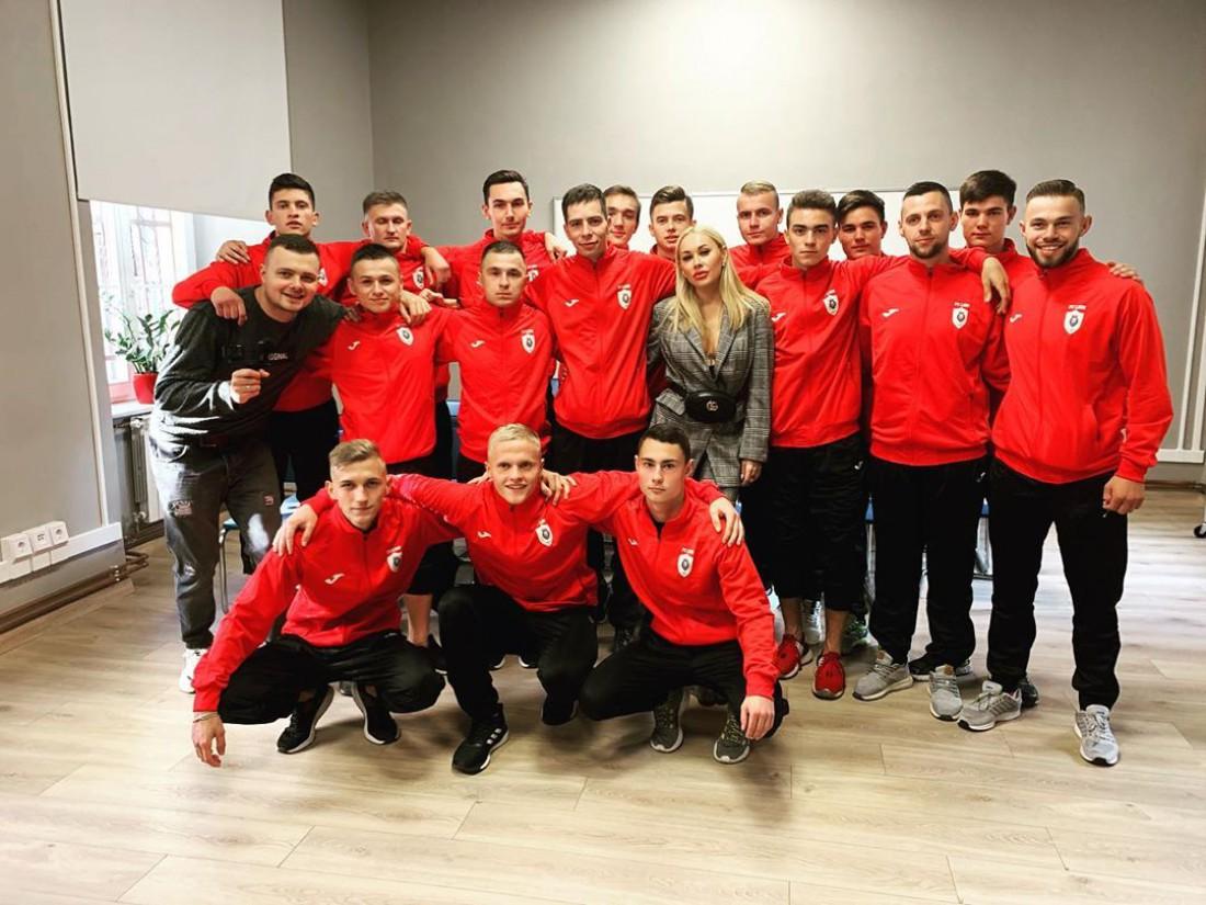 Ирина Морозюк вместе с игроками FC LION