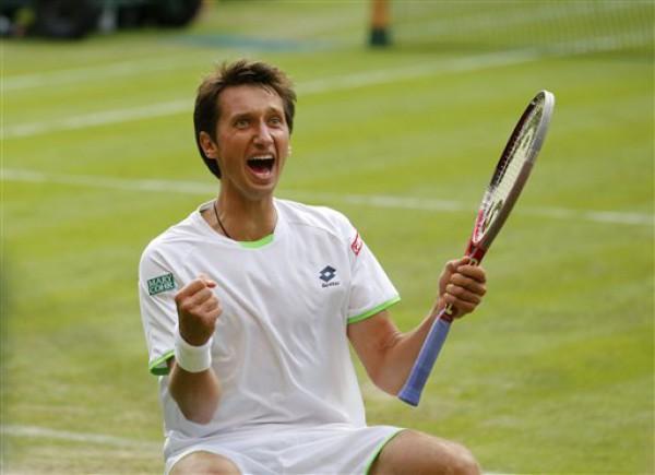 Сергей Стаховский радуется победе над Федерером