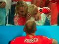 Маленький сын Роббена разрыдался после поражения сборной Нидерландов (фото, видео)