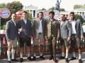 В костюмах и с семьями: футболисты Баварии посетили Октоберфест