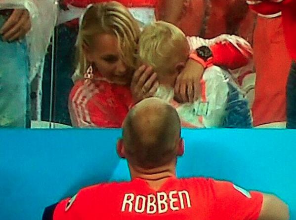 Сын Робенна  разрыдался после поражения сборной Нидерландов