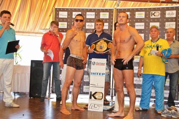 Узелков и его стильный соперник готовы к бою