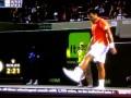 На все ноги мастер. Тсонга жонглирует теннисными мячами