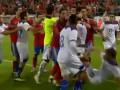Звездные войны: Иньеста и Арбелоа устроили потасовку сборной Испании с чилийцами