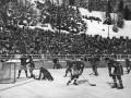 Зимние виды спорта: Хоккей - клюшки наголо