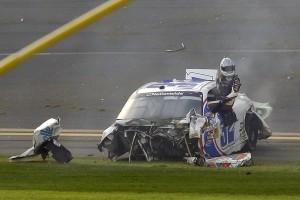 Кровавая гонка NASCAR. Разбитые машины и раненые зрители (ФОТО)