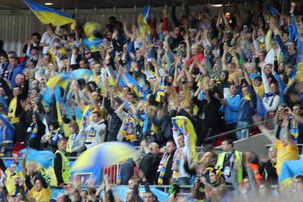 Фанаты часто перекрикивали стадион, поддерживая наших