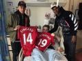 Игроки Манчестер Юнайтед навестили детей, пострадавших во время теракта в Манчестере