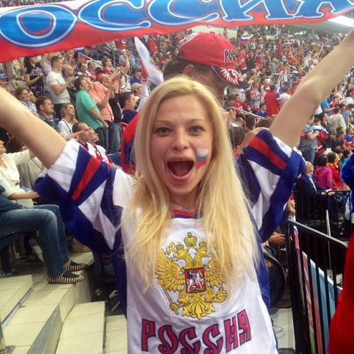 фото девушки фанатки хоккея