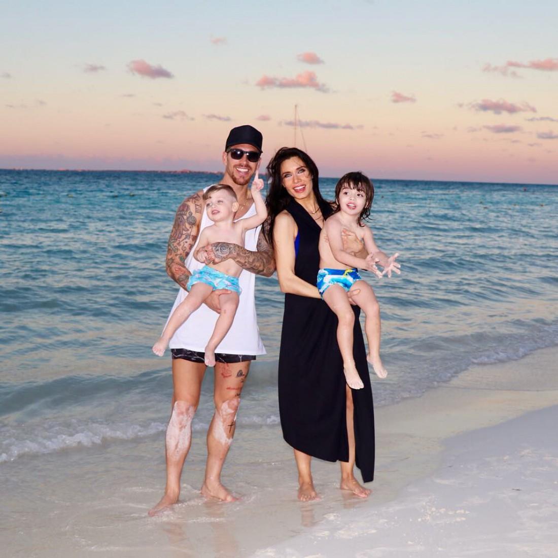 Серхио Рамос и Пилар Рубио с детьми