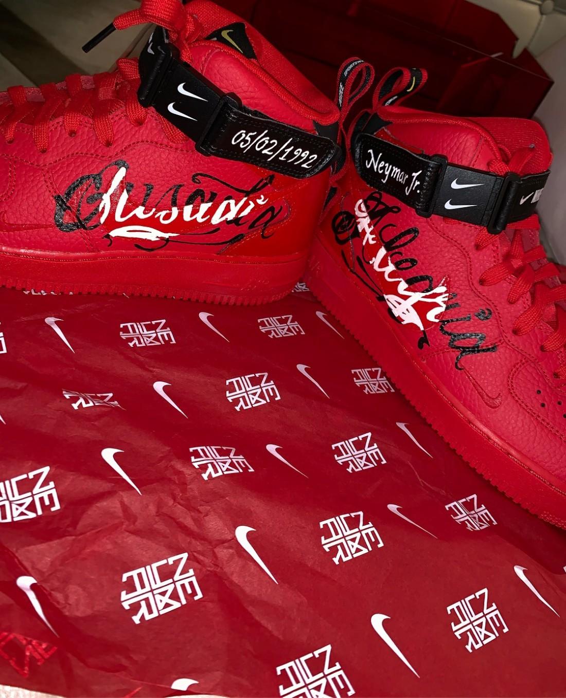Новая фирменная пара обуви Неймара