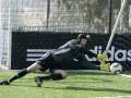 Adidas по ошибке отправил перчатки вратаря Арсенала на базу Челси