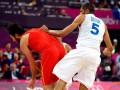 Подлый прием. Французский баскетболист ударил соперника в пах