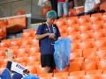 Японские фанаты снова убрали мусор на стадионе