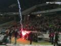 Меткий запуск: Фанаты Вольфсбурга попали ракетой в скамейку запасных соперника