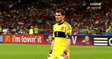 Респект. Касильяс просит арбитра не добавлять время в финале Евро-2012