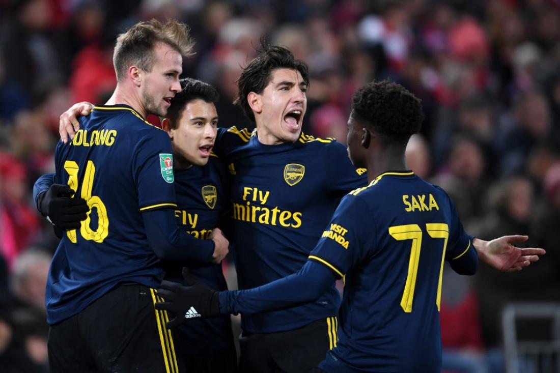 Игроки Арсенала праздную гол