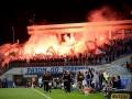 Польские фаны на матче в Киеве забросали петардами полицию и оскорбляли Бандеру