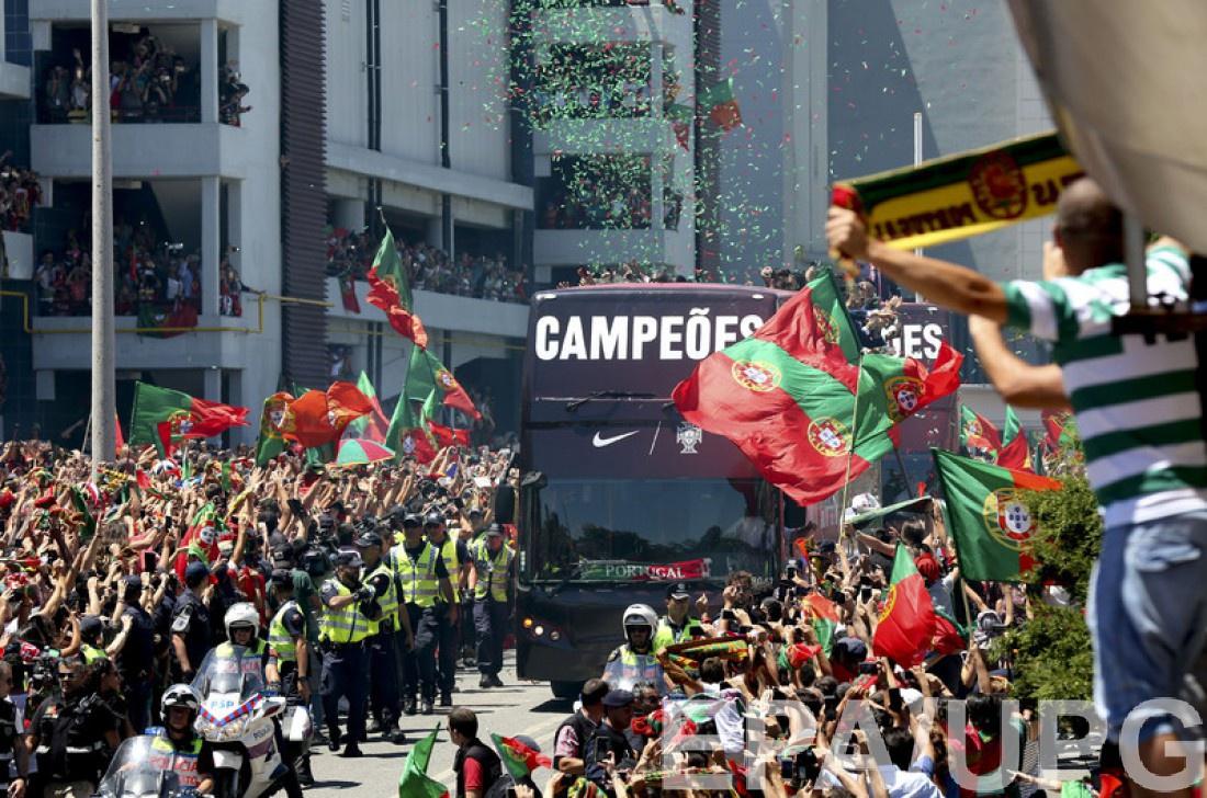 Празднование сборной Португалии в Лиссабоне