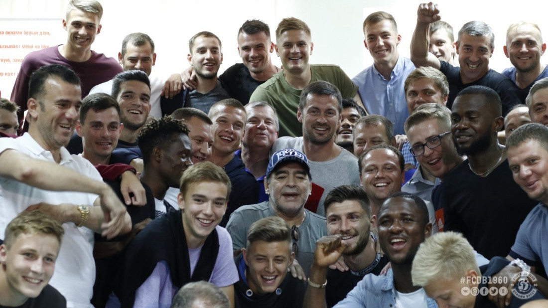 Диего Марадона с игроками Динамо-Брест