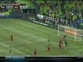 Удивительный футбол. Игрок эффектно спасает свои ворота от гола