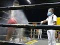 В Никарагуа боксеров опрыскивали антисептическими средствами во время поединков