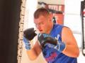Украинский боксер перевез семью из Луганска в США