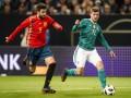 Фанаты освистали Пике во время тренировки сборной Испании
