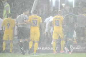 Погодные коррективы. Матч Украина – Франция остановлен из-за дождя