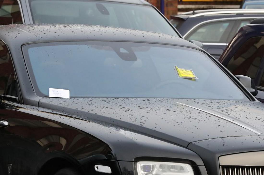 Записка на лобовом стекле автомобиля Поля Погба