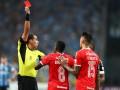 В матче Гремио - Интернасьональ было показано восемь красных карточек