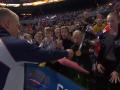 Пловец выиграл золото чемпионата Европы и отдал медаль юной болельщице